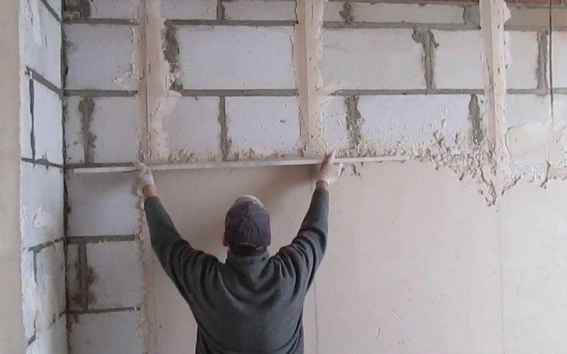 Чем выровнять стены под покраску