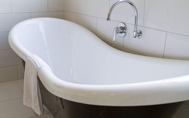 Как восстановить эмаль чугунной ванны своими руками