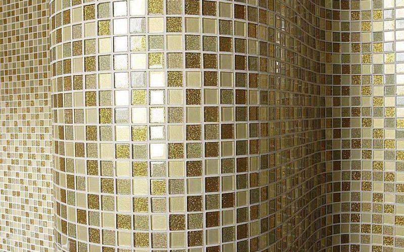 Мозаикой можно отделать изогнутые формы в интерьере
