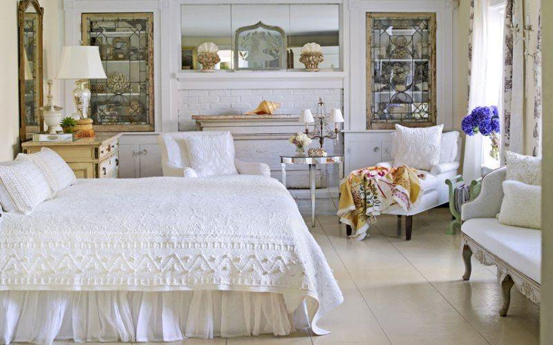 Освещение и декор в спальне в деревенском стиле