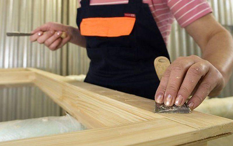 Как отремонтировать деревянные двери