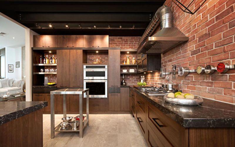 Une cuisine ouverte de style industriel