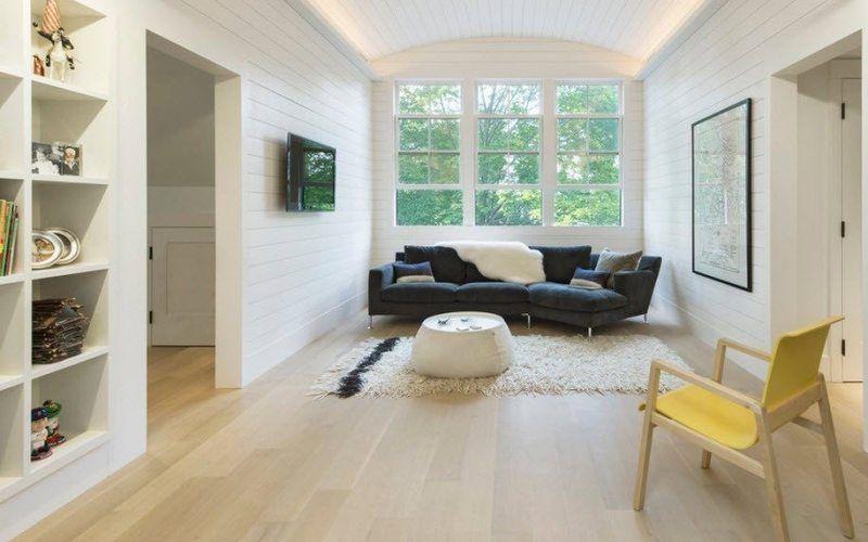 Выбираем мебель и текстиль для белой гостиной