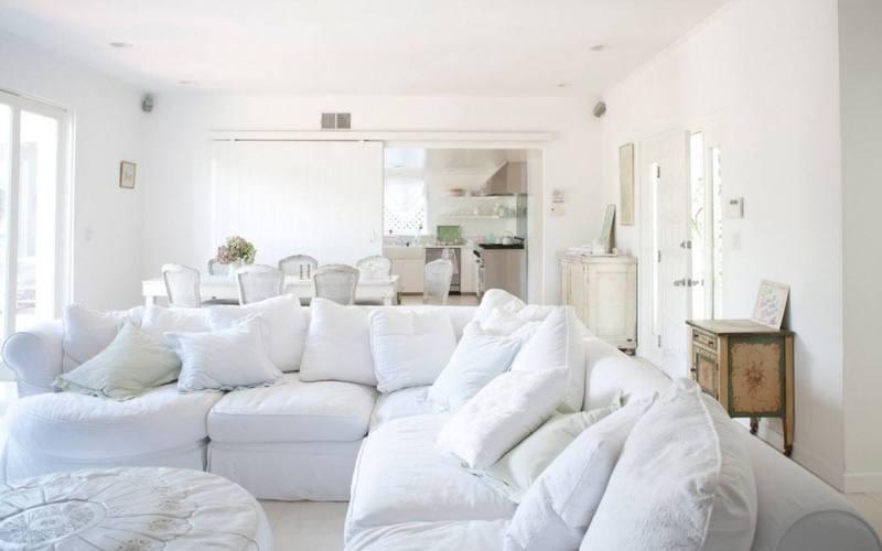 Отделка белой гостиной - Потолок