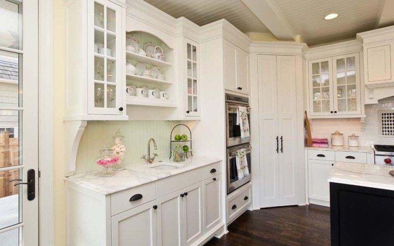 Места для хранения в углу кухни