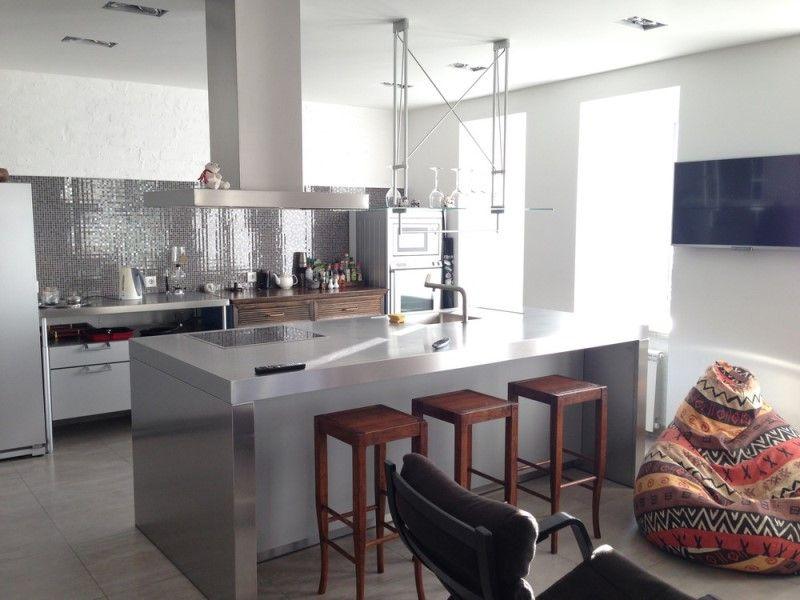 Современный стиль в кухне с островной планировкой