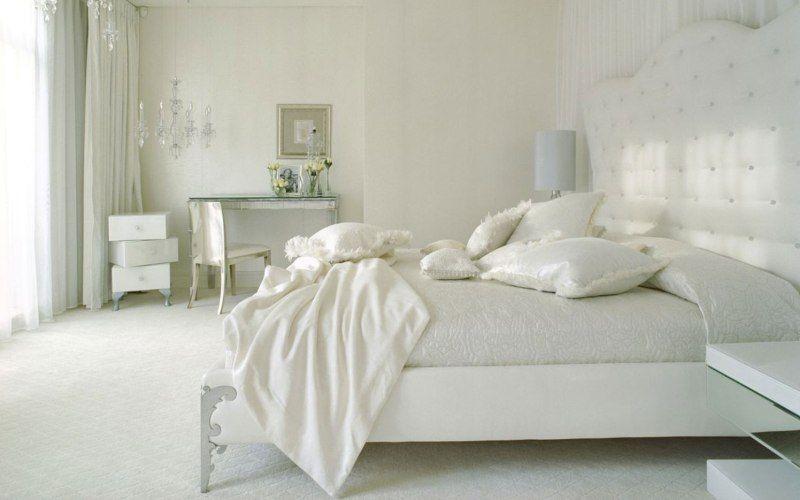 Белая классическая спальня