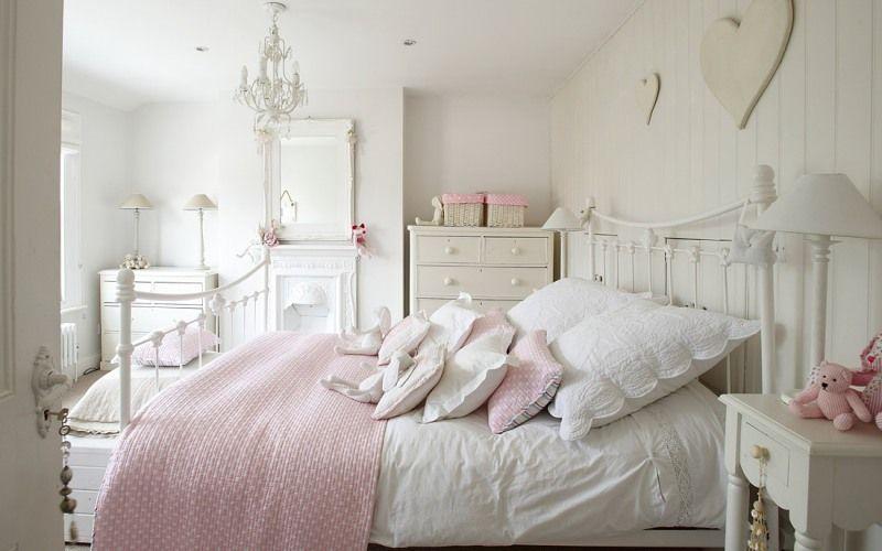 Белая спальня в деревенском стиле