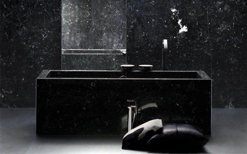 Черная ванна из камня