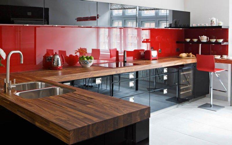 Кухня в красно-черных тонах