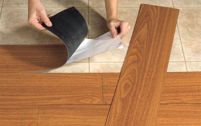 Укладка виниловой плитки с клеевым основанием