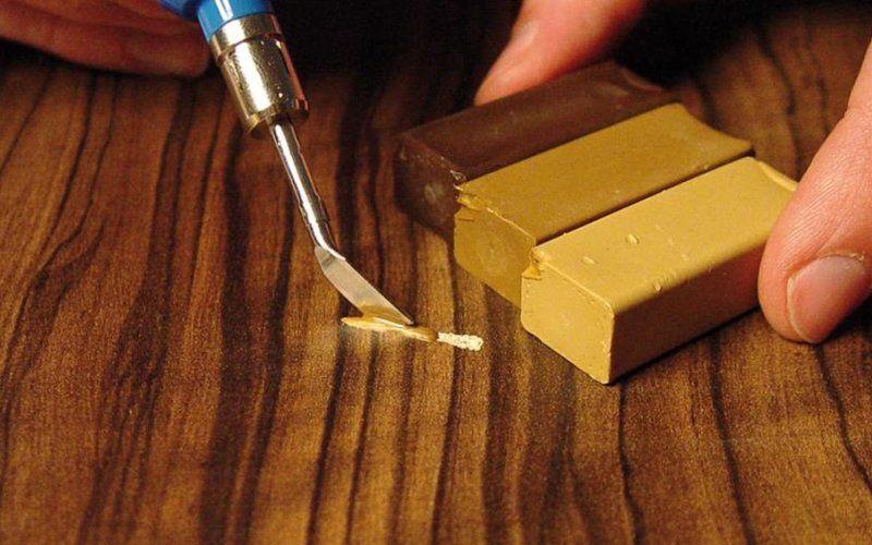 Как удалить царапины и сколы с дверей самостоятельно