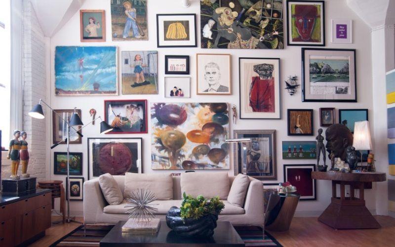 """""""Картинная галерея"""" на стене в квартире"""