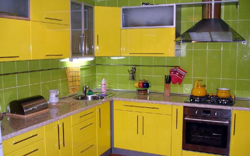 Желтый и яркий зеленый