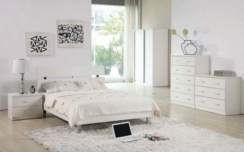 Белая спальня в стиле минимализма