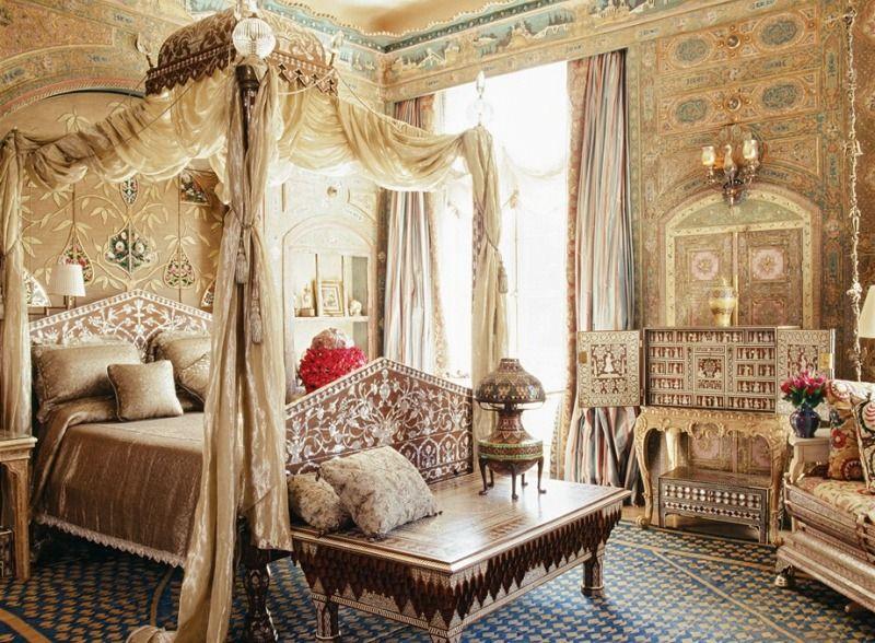 Кровать с балдахином - важный атрибут восточного стиля