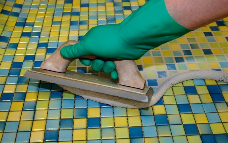 Затирка для плиточной мозаики: виды, выбор, инструкция по применению