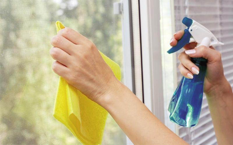 Чем и как мыть натяжные потолки?