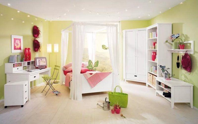 Белая мебель в детской комнате