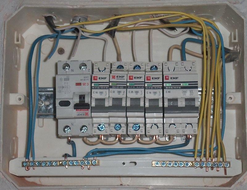 Ремонт кухни пошагово - Установка автоматических выключателей в электрощите