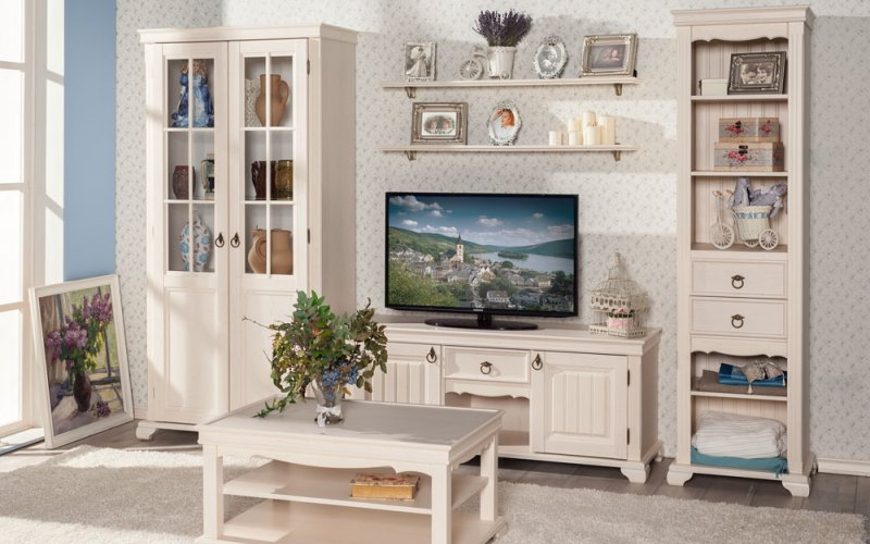 Мебельная стенка в стиле прованс