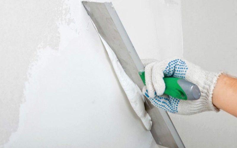 Как подготовить стены к поклейке обоев — шпатлевание