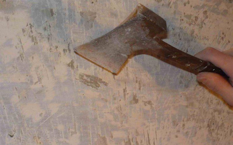 Снятие масляной краски с помощью механической очистки