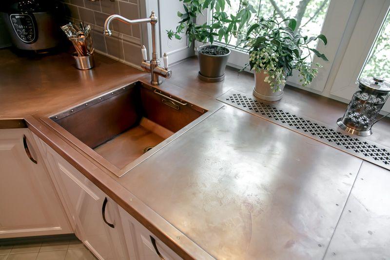 Особенности переноса раковины под окно на кухне