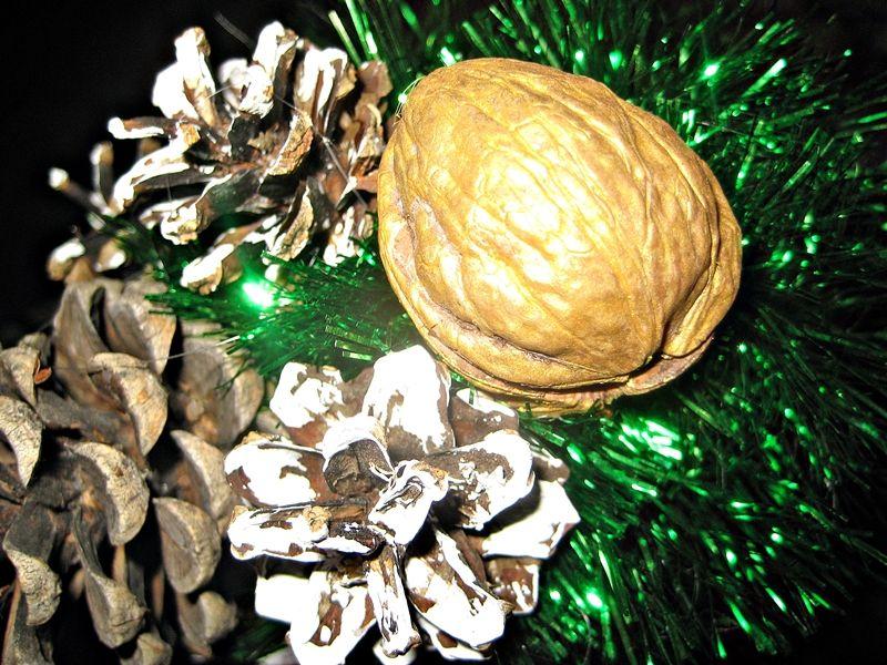 Топиарий на новый год из шишек