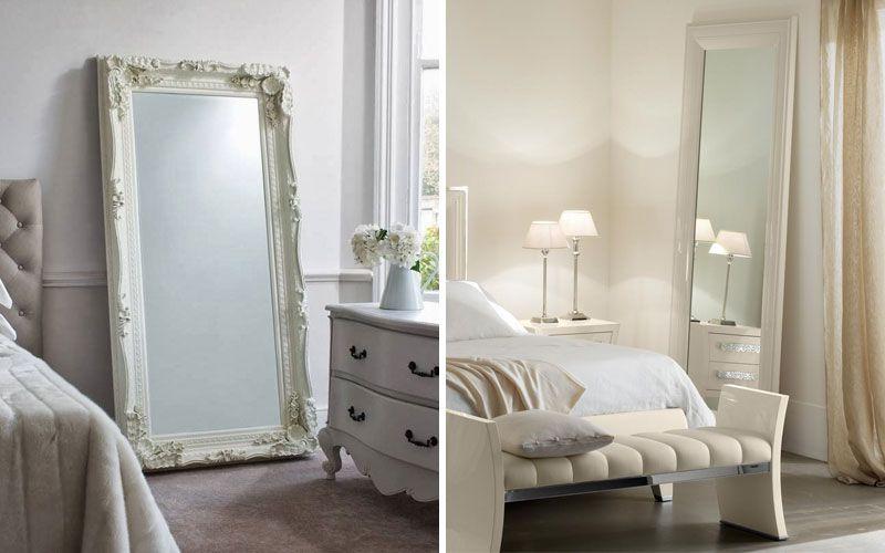 Напольное зеркало в угол спальни