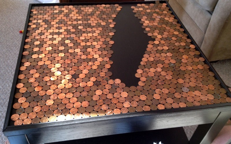 Декорирование столика монетами