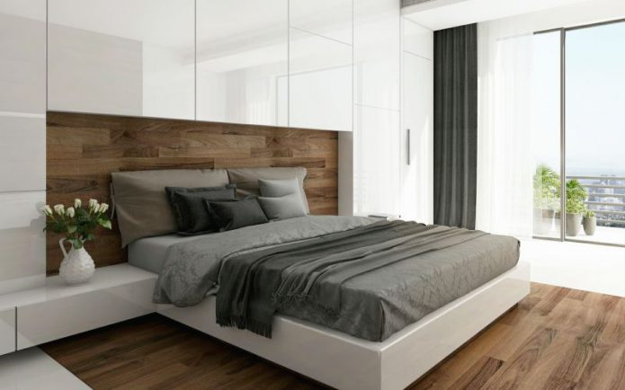 Шкафы над кроватью в спальне
