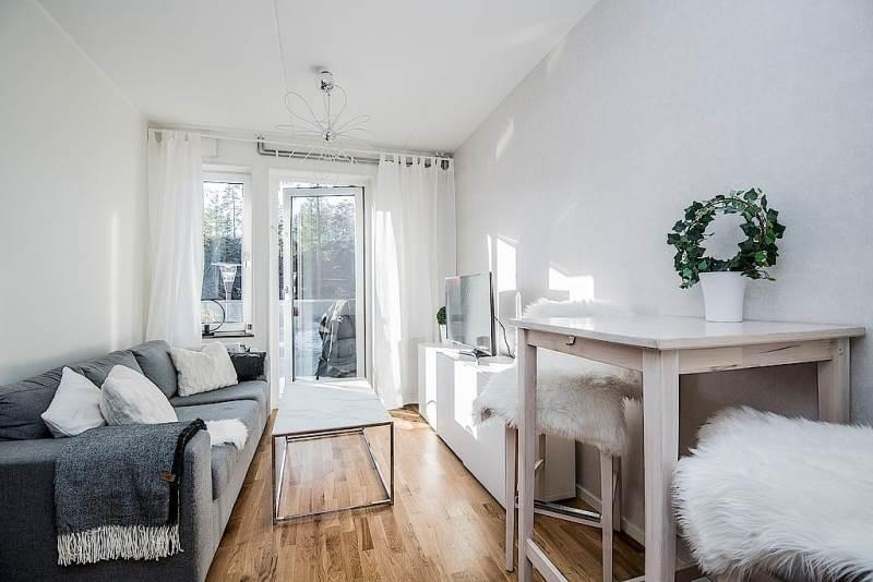 Светлый интерьер в шведской квартире с маленькой спальней