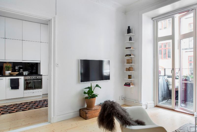 Скандинавский минимализм в квартире с камином в Стокгольме