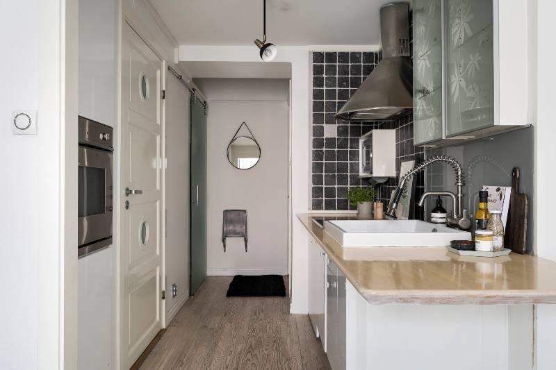 Интерьер квартиры-студии 24 метра: гостиная, кухня, сан-узел и кровать-чердак - 4 в 1