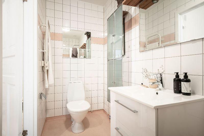 Двушка с совмещенной кухней-гостиной 46 метров - санузел 1