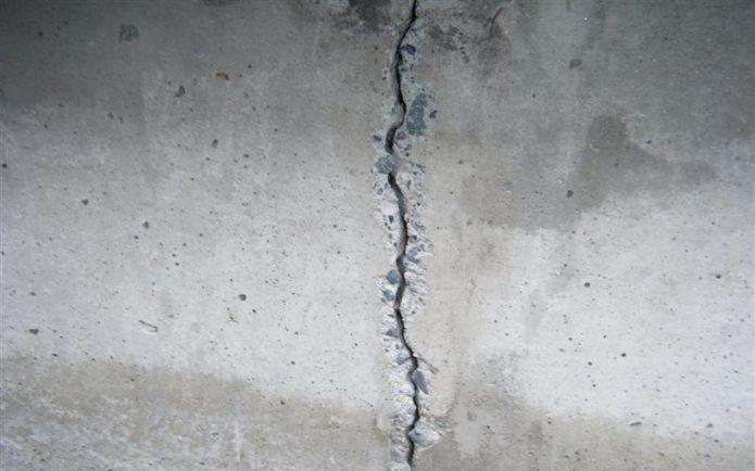 Трещины в бетонном перекрытии потолка: как избавиться, чем заделать