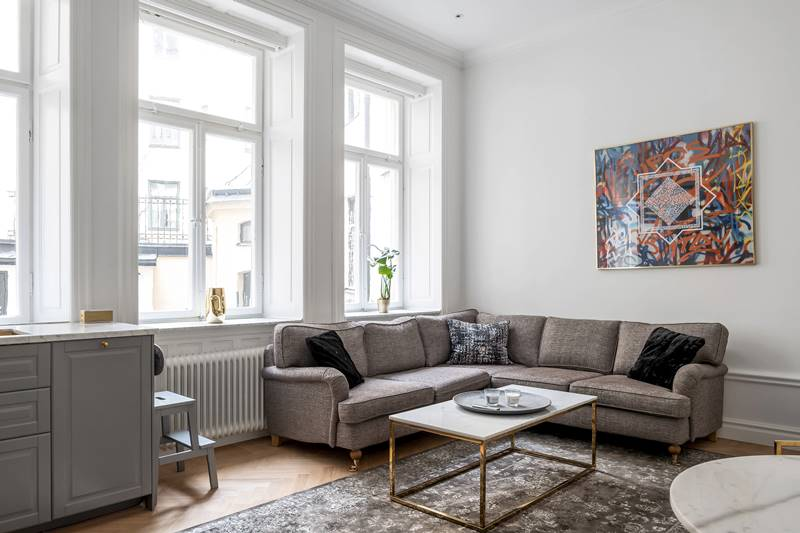 Интерьер и планировка шведской двушки в старом доме